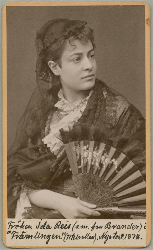 Ida Reis i titelrollen i Främlingen, Nya teatern 1878 (Musik- och teaterbiblioteket)