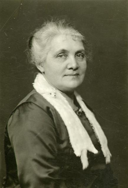 Celia Adler. Photographer and year unknown (Regionarkivet, Göteborg)
