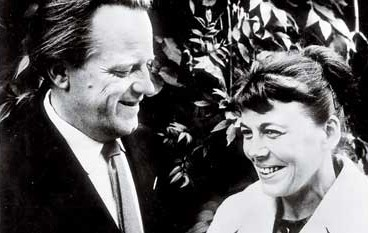 Gunnel Ahlin with her husband Lars Ahlin, 1960. Photographer unknown. Image source: Wikimedia Commons