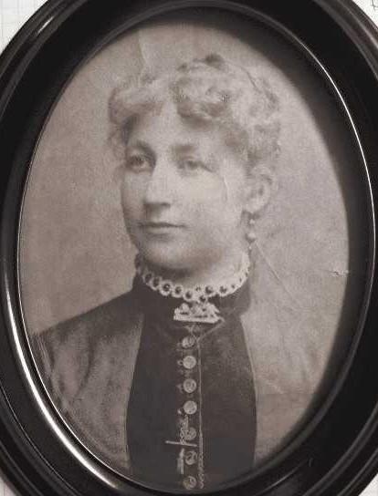 Jenny Åkesson, cirka 1890. Fotograf okänd (bild i privat ägo)