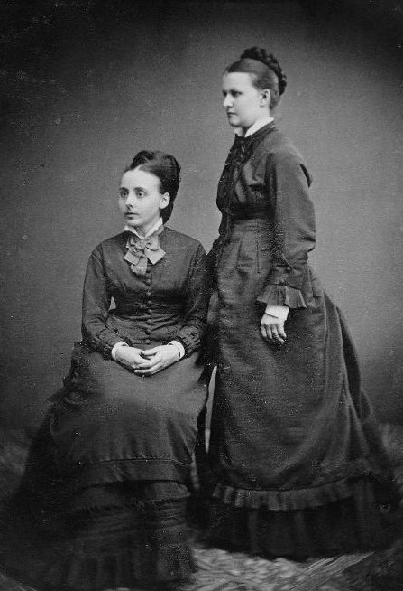 Elina Benckert (seated) and Ester Lönnegren, year unknown. Cabinet card by unknown photographer. Norrbottens Museum (215:885)