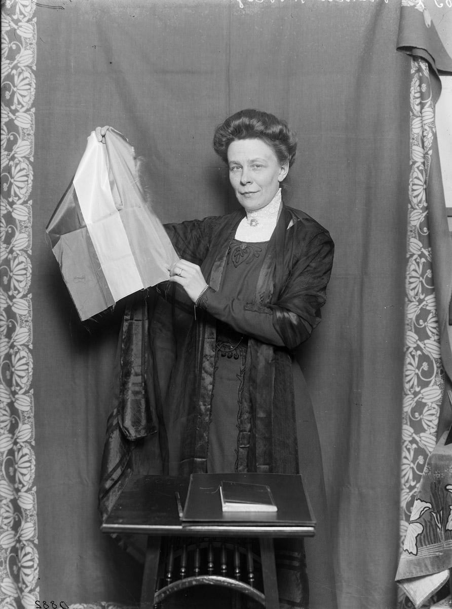 Signe Bergman, 1914. Fotograf okänd (Stockolms stadsmuesum, D882)