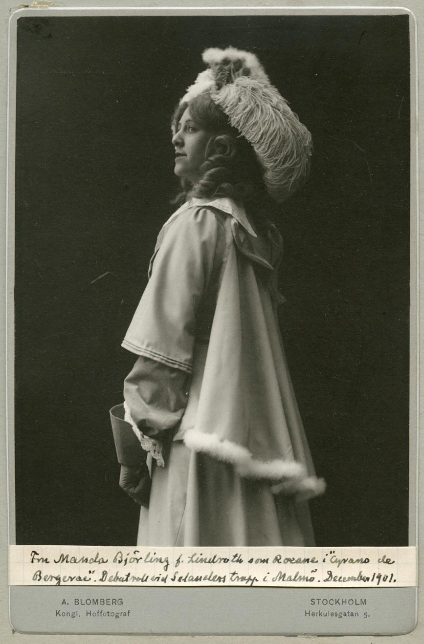 Manda Björling as Roxanne in Cyrano de Bergerac, 1091. Photo: A. Blomberg, Stockholm. Image source: Svenskt Porträttarkiv (CC-BY-NC-SA 4.0)