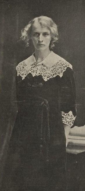Märta Björnbom in Idun nr 23, 1913. Photo: Anton Blomberg (1862-1936). KvinnSam, Gothenburg University Library
