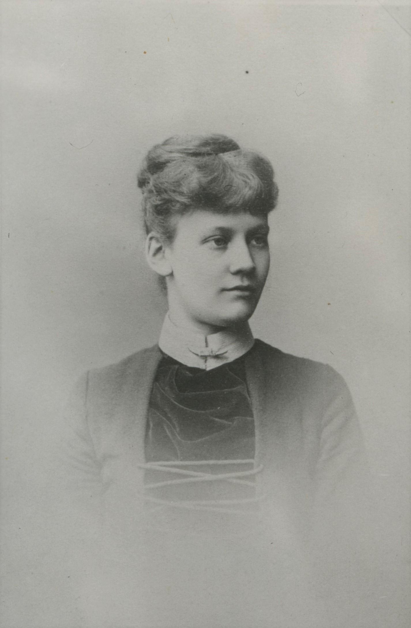 Sigrid Blomberg, year unknown. Photo: Johannes Jaeger (1832-1908). Kalmar läns museums fotoarkiv