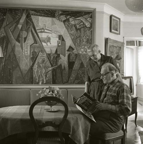 Marthe and Gösta Bohm pictured in their home, 1961. Photo: Hilding Mickelsson (1919-2002). Hälsinglands Museum (HMM103209)