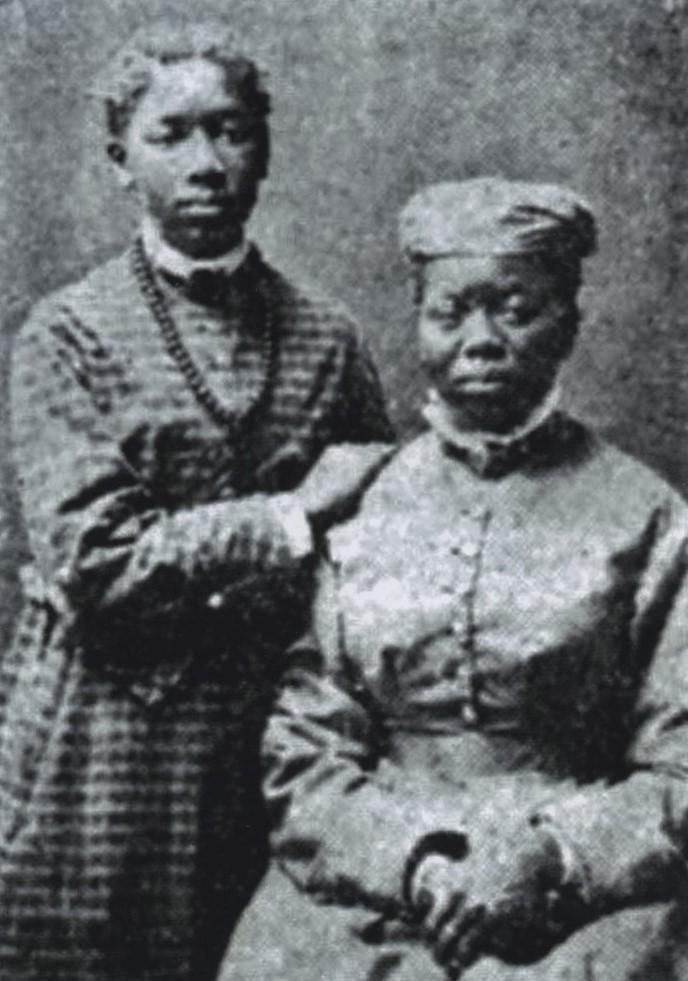 Millan Boy (left) with her mother, Mazahr Makatemele. Photographer and year unknown (Kalmar läns museums fotoarkiv, KLMF.Sara00003)
