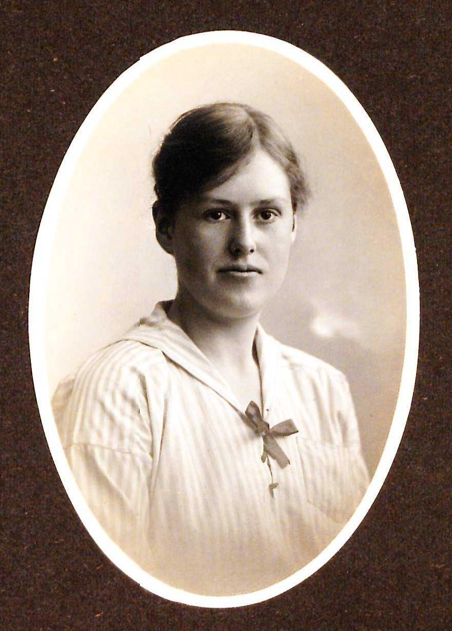 Signe Brunnström at the time of her graduation from Gymnastiska centralinstitutet, 1919. Photographer unknown (KvinnSam, Gothenburg University Library)