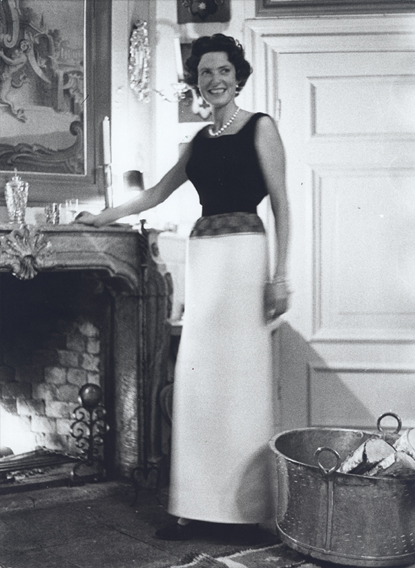 "Ebba von Eckermann wearing the white skirt ""Garland"", 1960. Photo: Hans Malmberg. Sörmlands museum (P12-1441)"