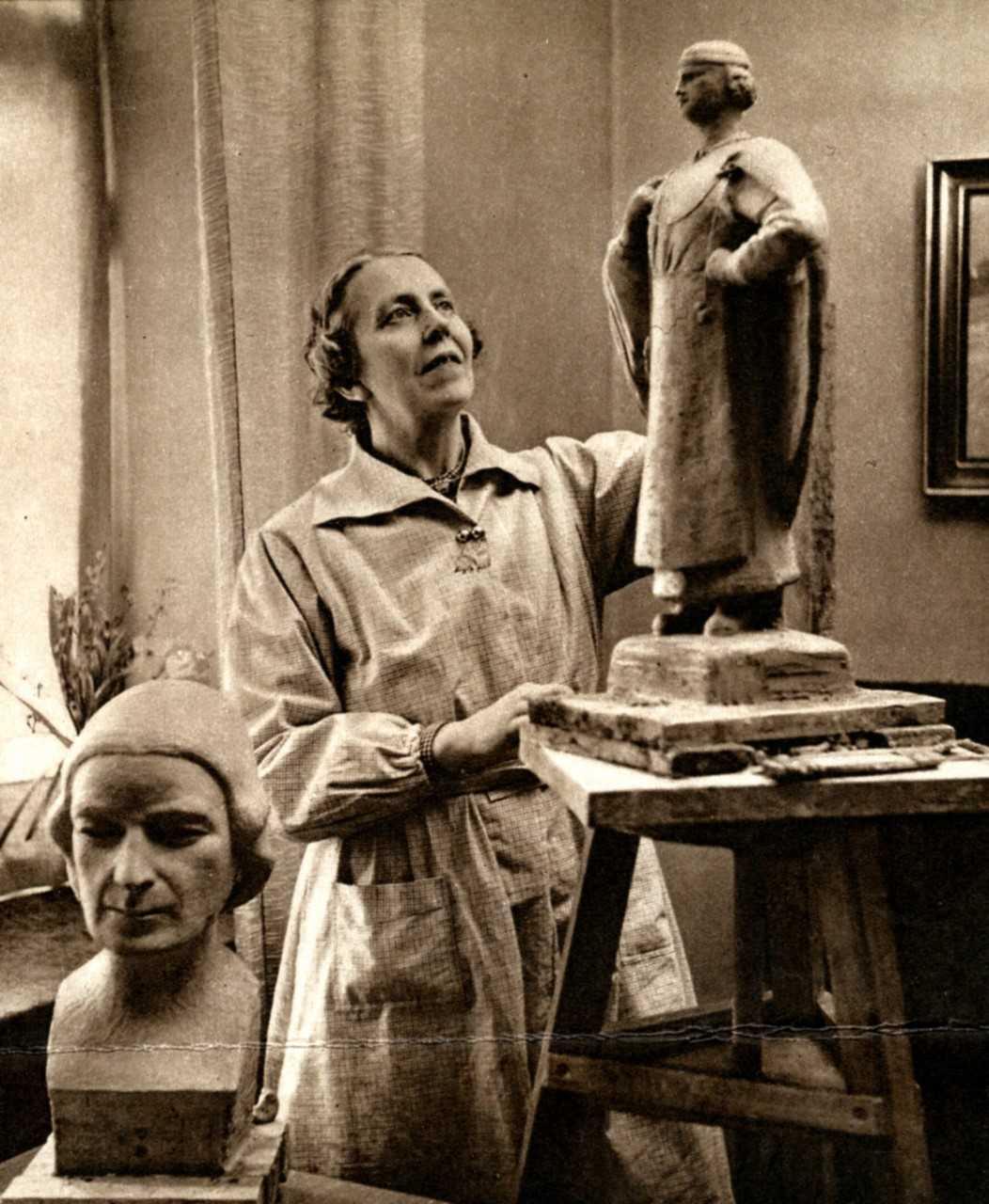Signe Ehrenborgh-Lorichs in her studio 1938. Photographer unknown. Wahlstaarkivet, Västerås stadsarkiv