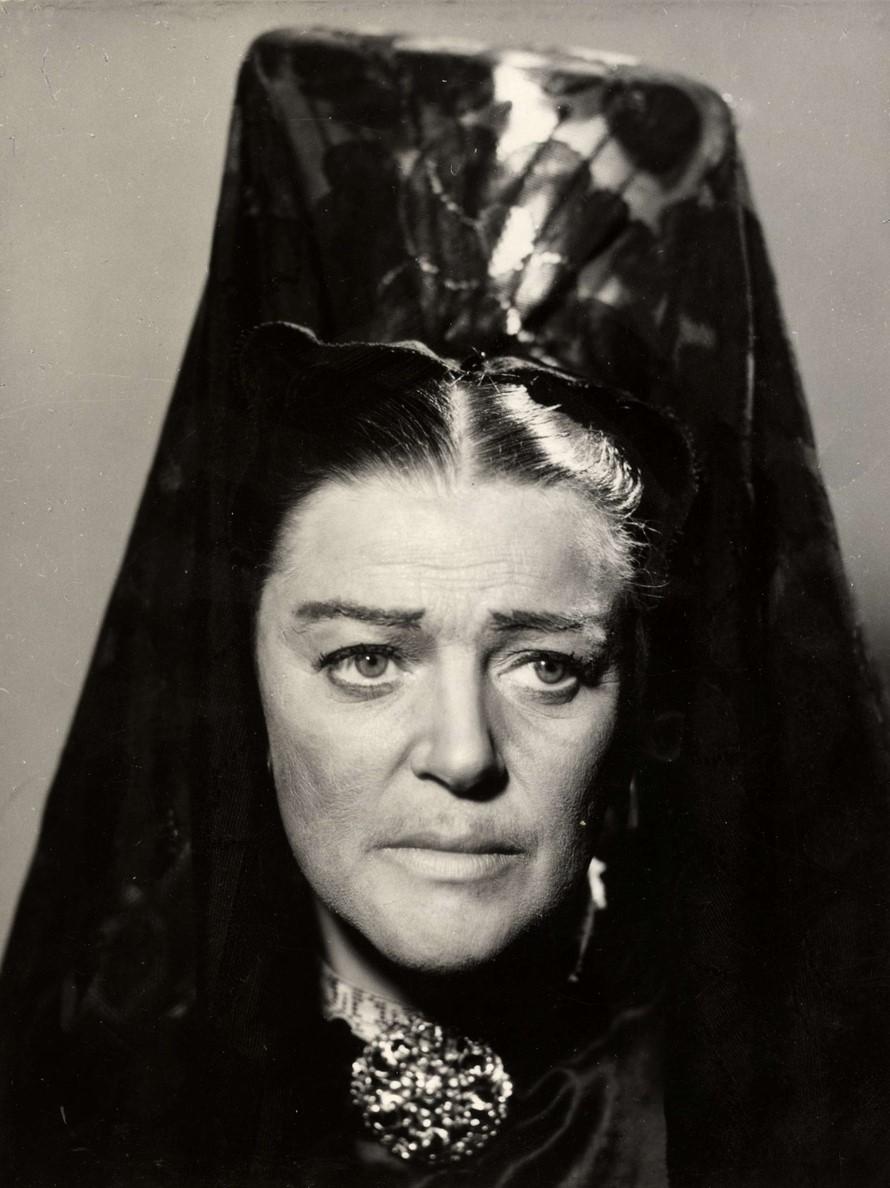 Märta Ekström i Dramatens uppsättning av pjäsen Blodsbröllop, 1944. Foto: Kerstin Bernhard (1914-2004). Nordiska museets arkiv (NMA.0043612)