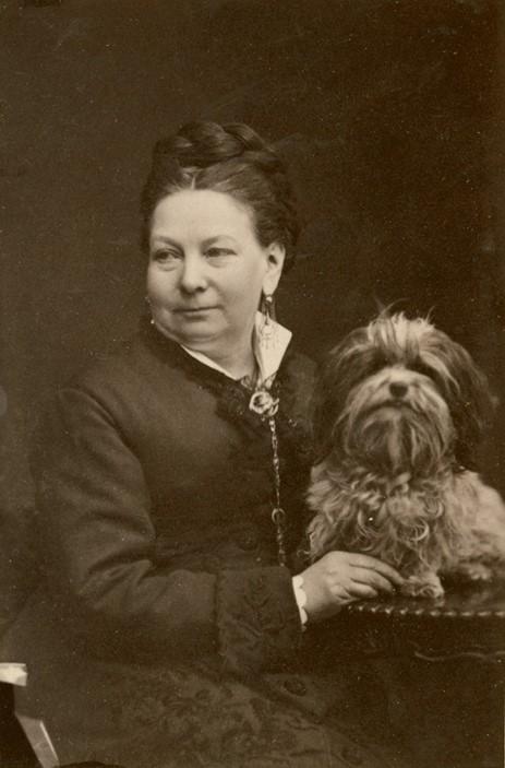 Thérèse Elfforss, cirka 1870. Foto: Henri Osti (1826-1914). Musik- och teaterbiblioteket, Stockholm (H2_181)