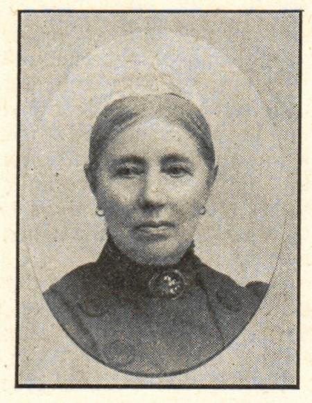 Nina von Engeström in  Hildebrand, Albin och John Kruse (red), Svenskt Porträttgalleri XX, Stockholm, 1901. Photographer unknown.