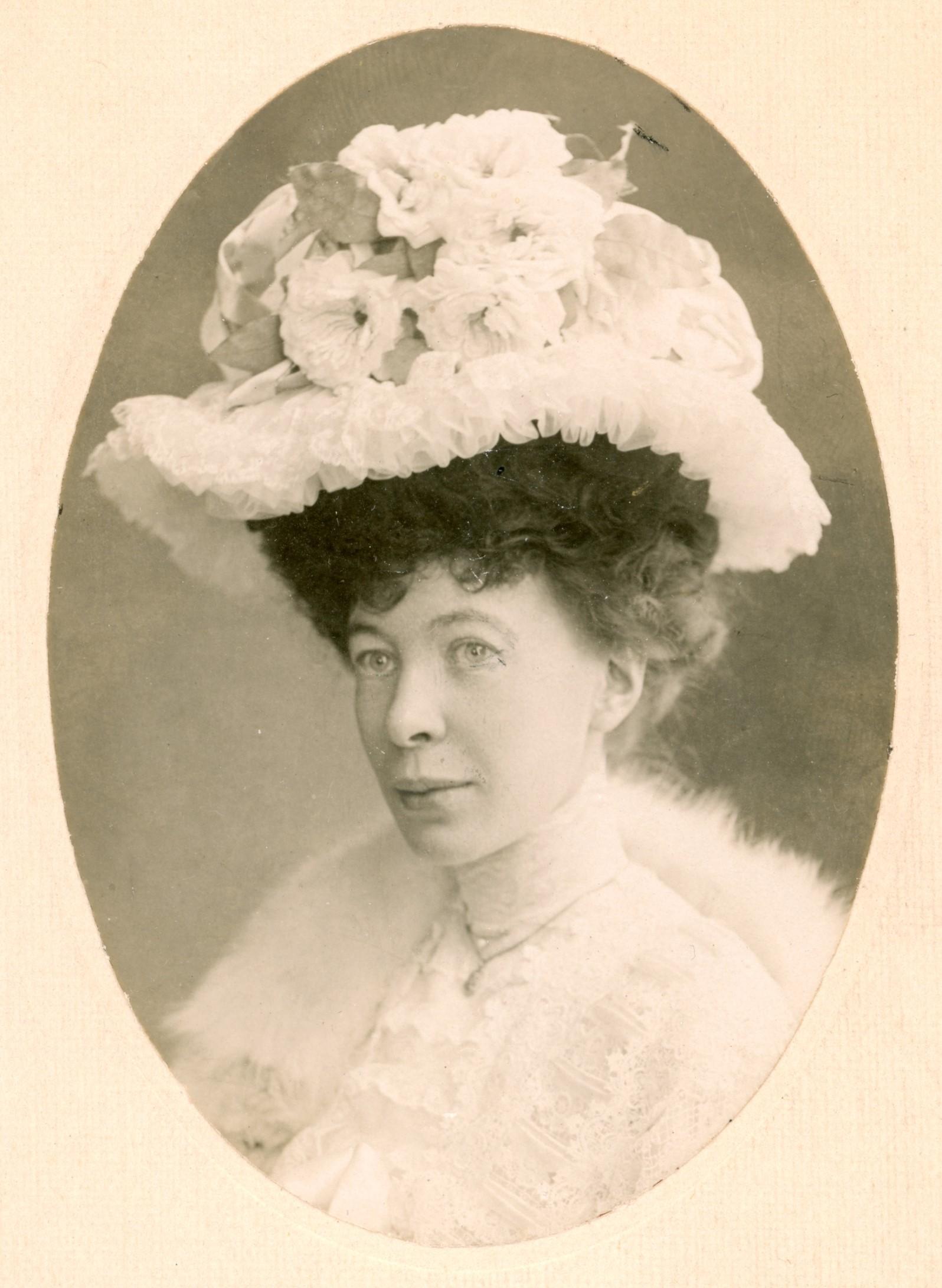Emy Fick, year unknown. Photo: Ferdinand Flodin (1863-1935). Östergötlands museum (OM.EA.000004.0002)