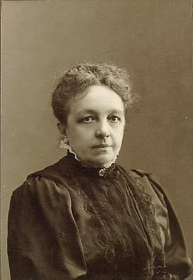 Anna Fischerström, cirka 1903-1911. Foto: David Fritiof Källman (1868-1936). Blekinge Museum (Blm 0608 – beskuren)
