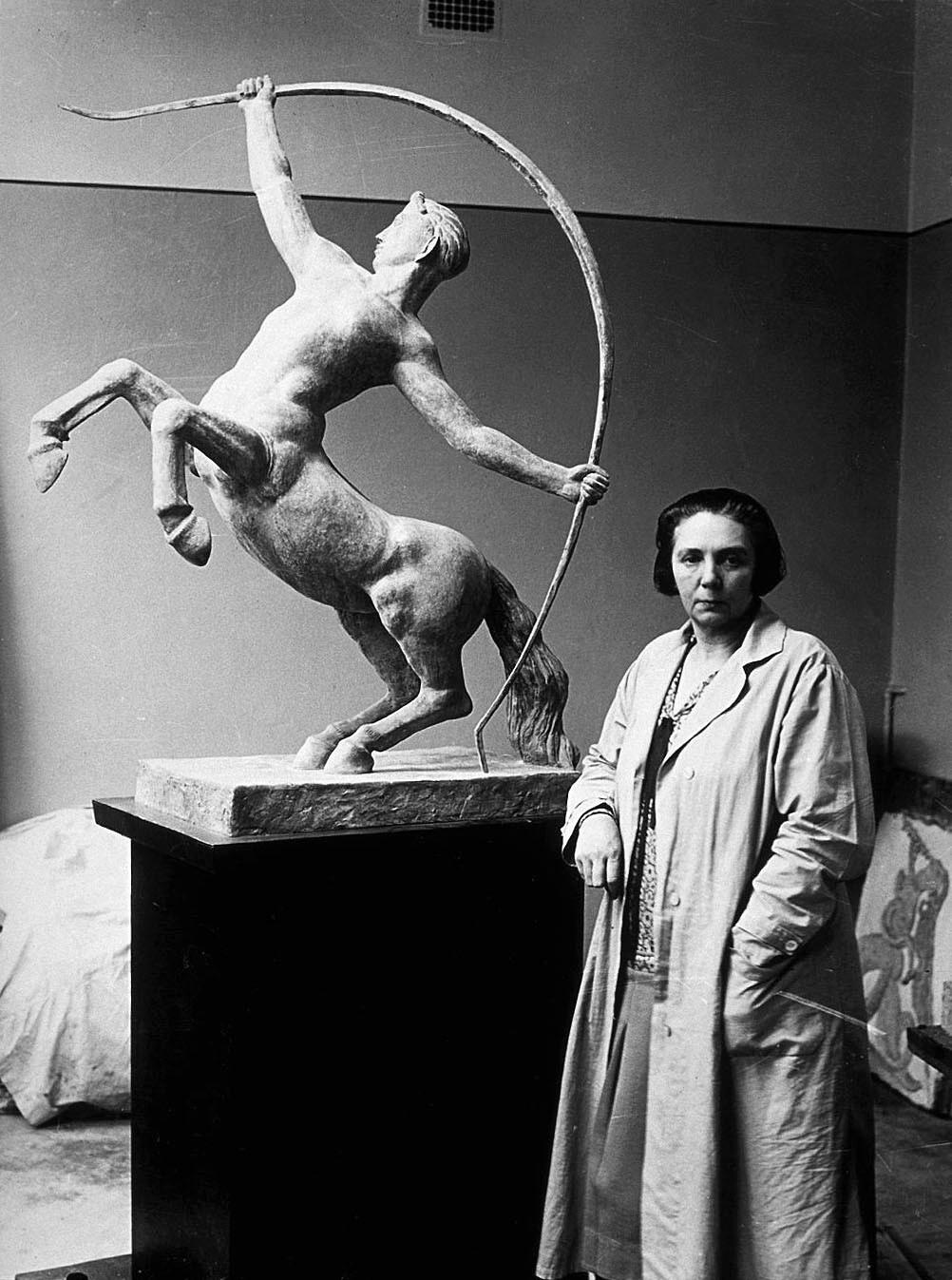 Sigrid Fridman with her model for Kentauren. Photographer and year unknown. Image source: Wikimedia Commons