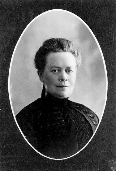 Jenny Hamrin, portrait in Governor (landshövding) Björklunds photo album, 1916. Photographer unknown (Västerbottens museum, BR 1278)