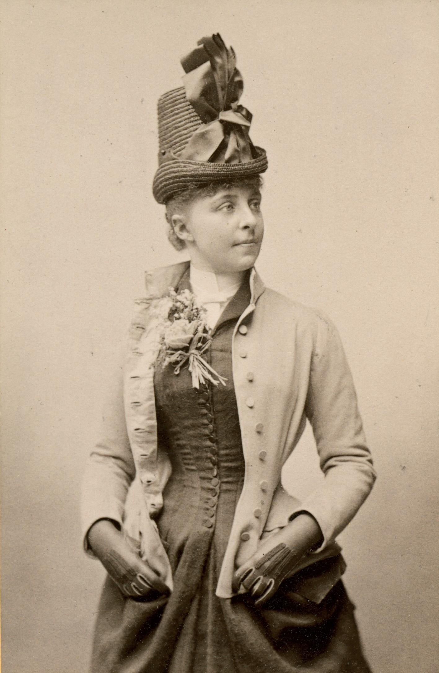 Ellen Hartman-Cederström as Gerda in the Royal Dramatic Theatre production of Sveas Fana, 1888. Photo: Gösta Florman (1831-1900). Musik- och teaterbiblioteket, Stockholm (H3_200)
