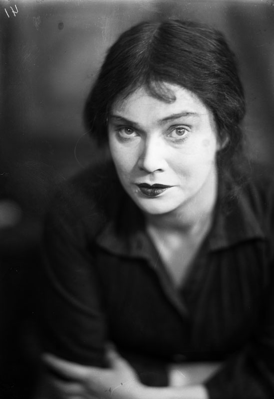 Linnea Hillberg, år okänt. Fotograf: Jan de Meyere (1879-1950). Stockholms stadsmuseum (JdM 975)