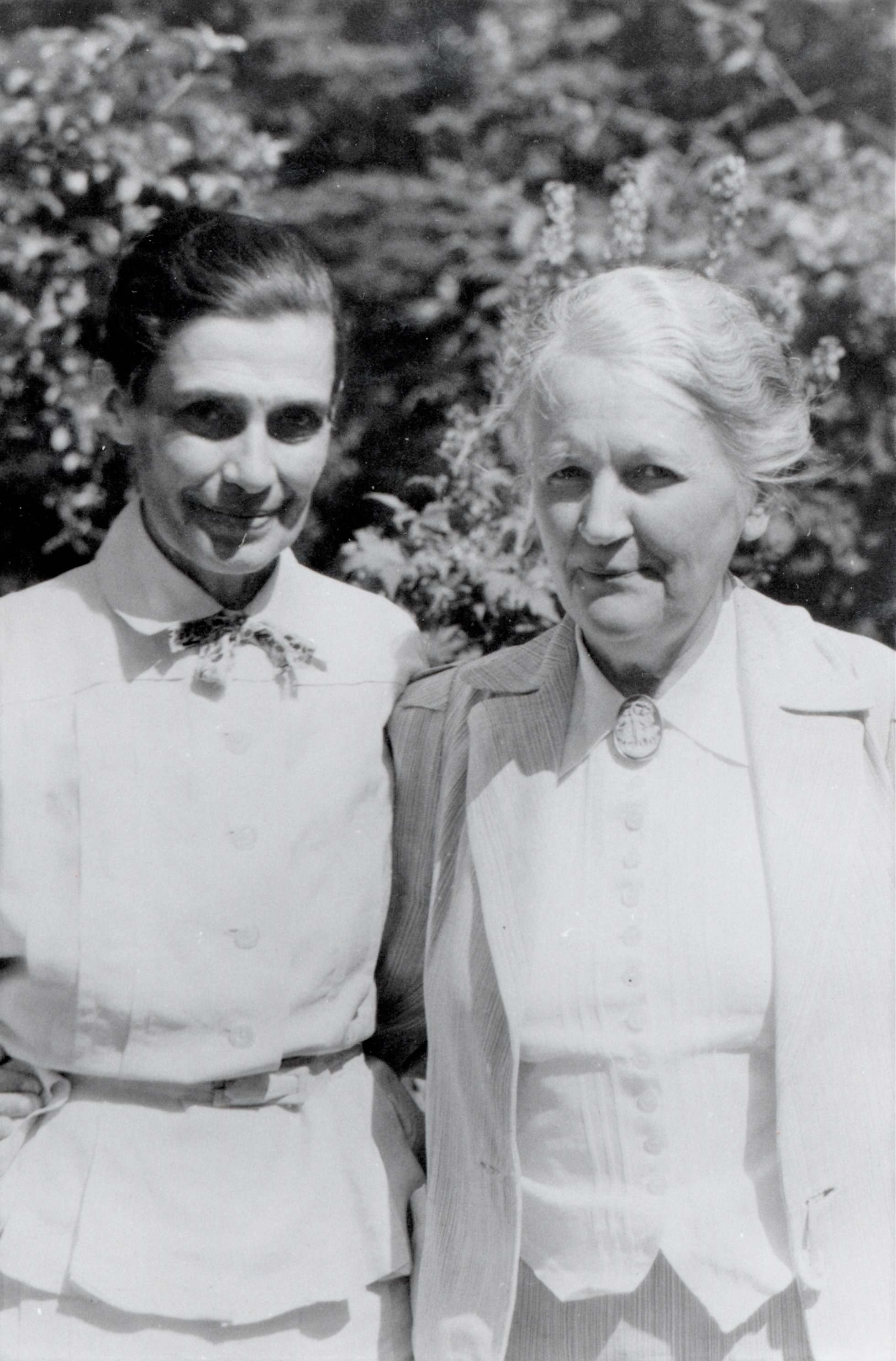 Ebba Holgersson (right) and Honorine Hermelin (1886-1977). Photographer and year unknown (KvinnSam, Gothenburg University Library)
