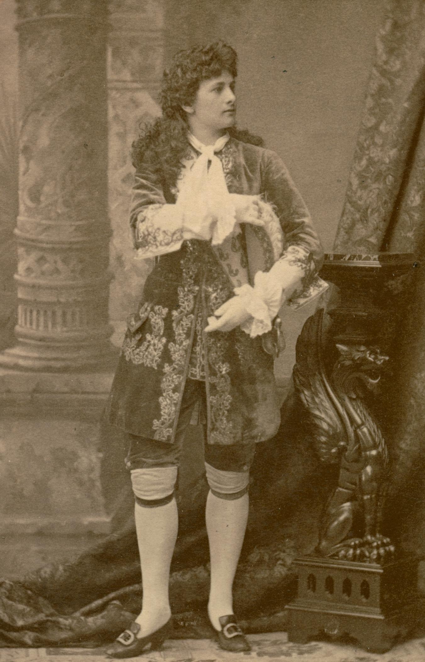 Helga Hoving as Richelieu in The Royal Dramatic Theatre's production of Les premières armes de Richelieu, 1885. Photo: Gösta Florman (1831-1900). Musik- och teaterbiblioteket, Stockholm (H4_108)