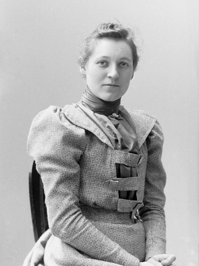 Sophie Janson, 1909. Fotograf okänd (Örebro stadsarkiv, SEJ-000099))