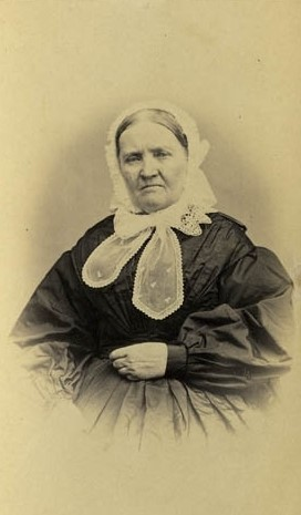 Ulrika Kullgren, cirka 1865-1873. Foto: Josefina Rydholm (1827-1880). Bohusläns museum (UMFA55052:0022)