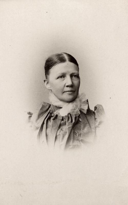 Regina Kylberg, year unknown. Photo: Ludwik Szaciński (1844-1894). Wilhelmina Lagerholms fotosamling, Örebro läns museum (OLM-2008-28-554)