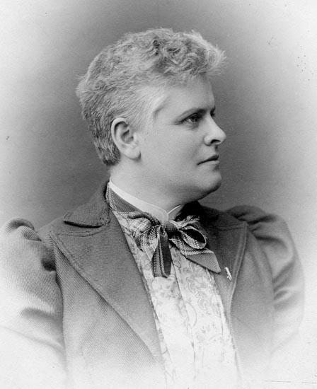 Maria Lundbäck. Självporträtt, år okänt (Fotosamlingen, Bohusläns museum)