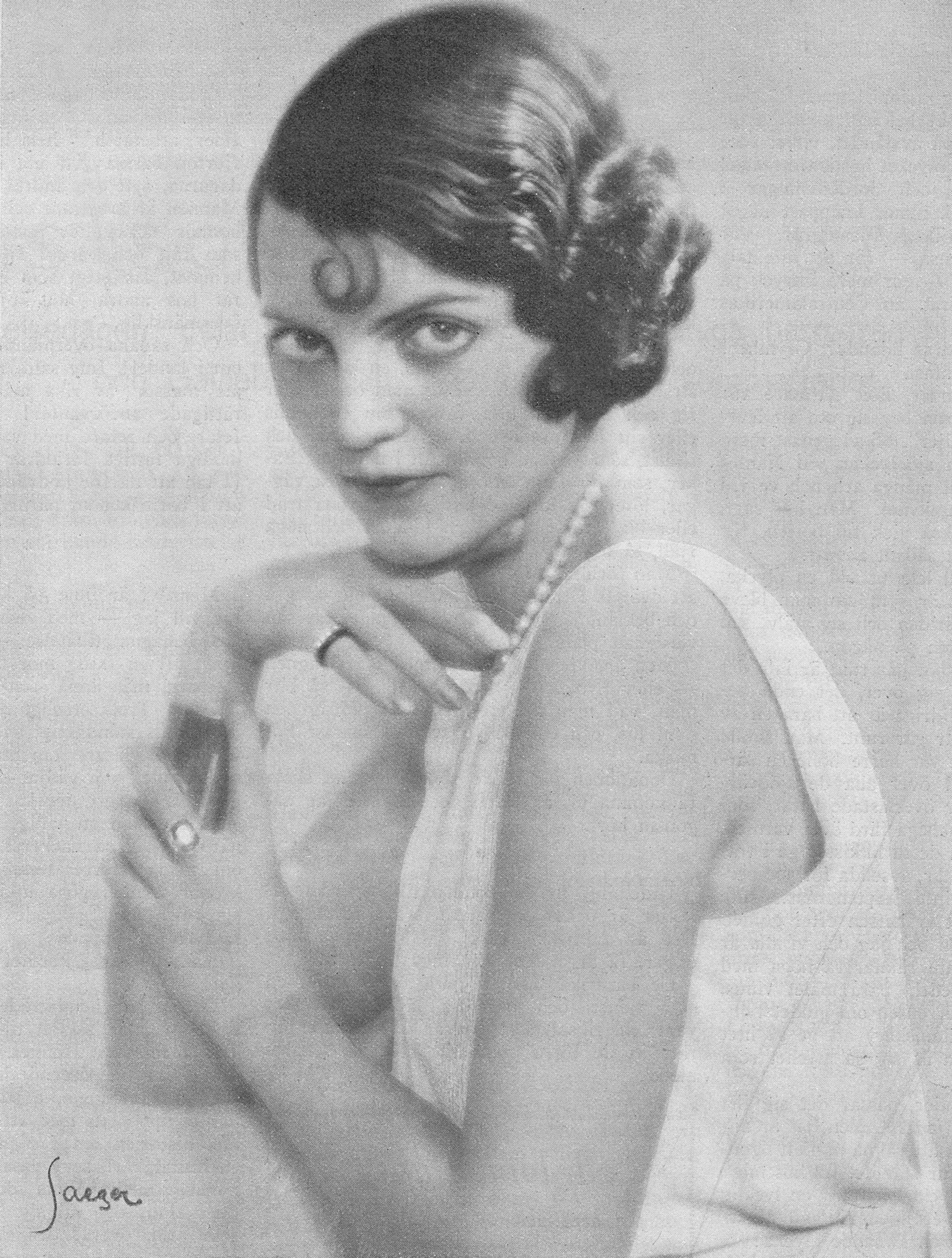 Margit Manstad in Idun magazine, 1931. Photo by Atelier Jaeger, Stockholm. Image source: Svenskt Porträttarkiv (CC-BY-NC-SA 4.0; cropped)