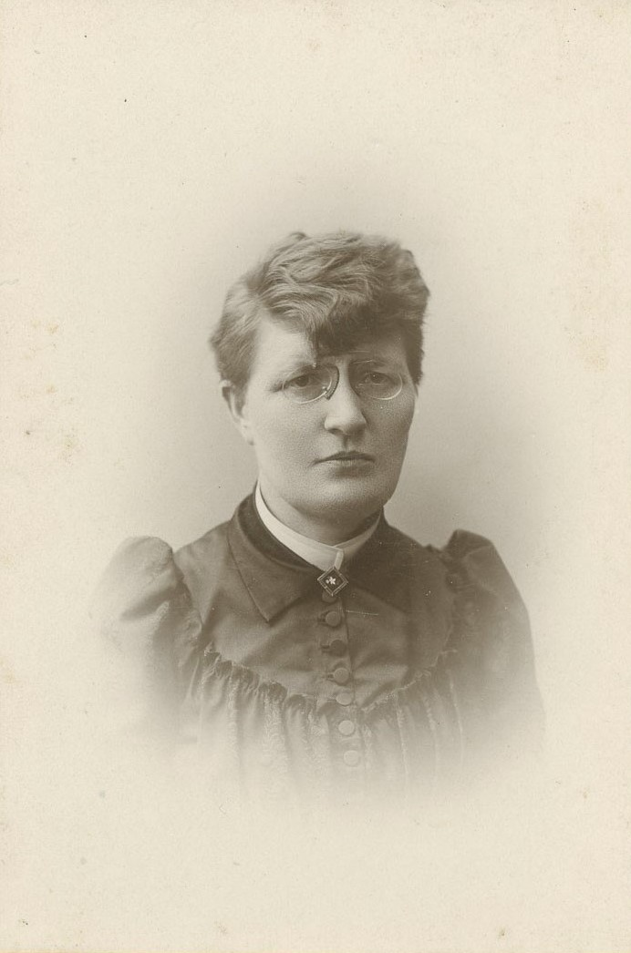 Maya Nymann, circa 1900-1905. Photo: Dahllöf & Hedlund, Göteborg (privately owned image)