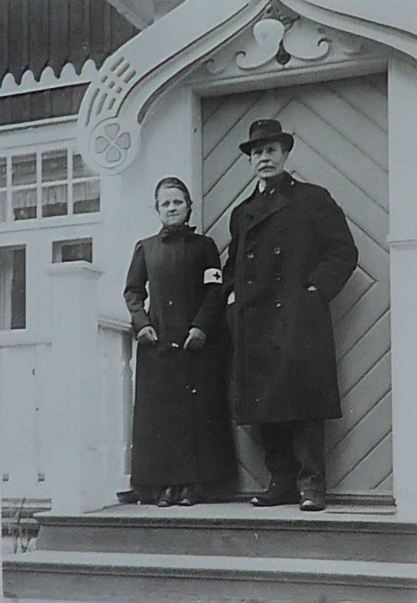 Märta Palm with unidentified man on Djursholm, circa 1916. Photographer unknown (nordiska museet)