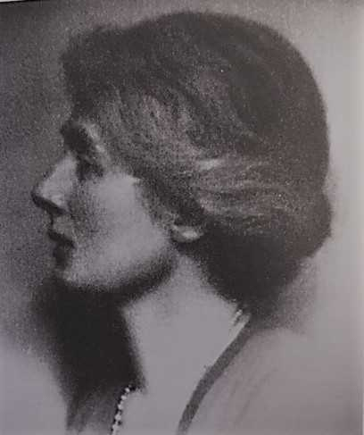 Hilda Pennington-Mellor Munthe. Photographer and year unknown (Collections of Munthe's Hildasholm)