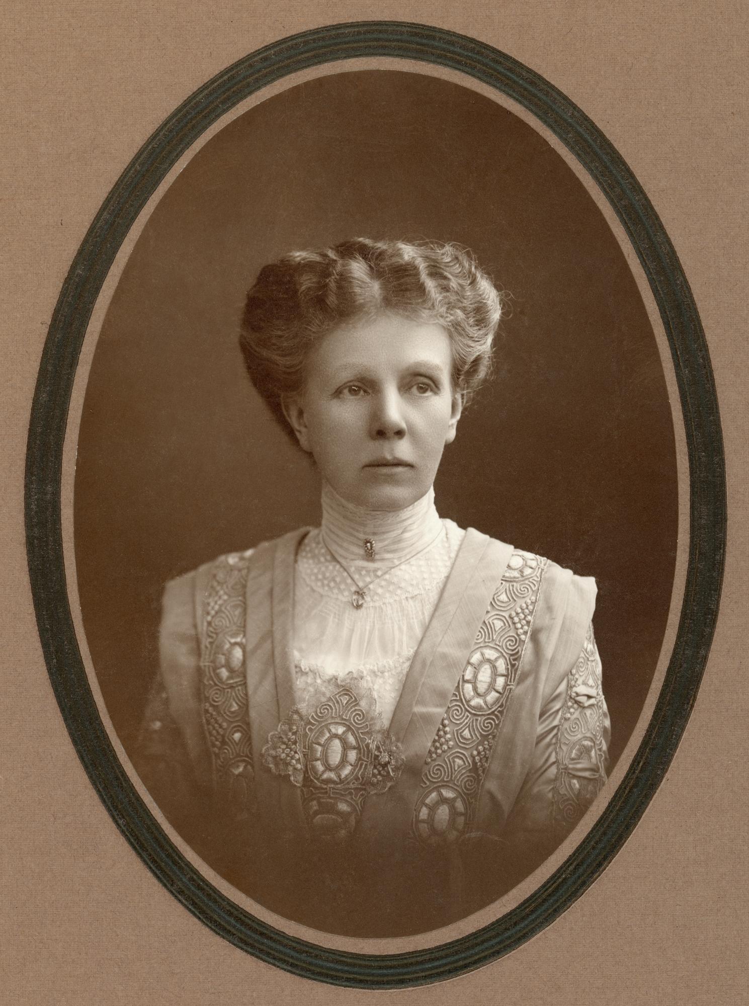 Emilie Piper, år okänt. Foto: Atelier Jaeger (Östergötlands museum, OM.LOF.000087)