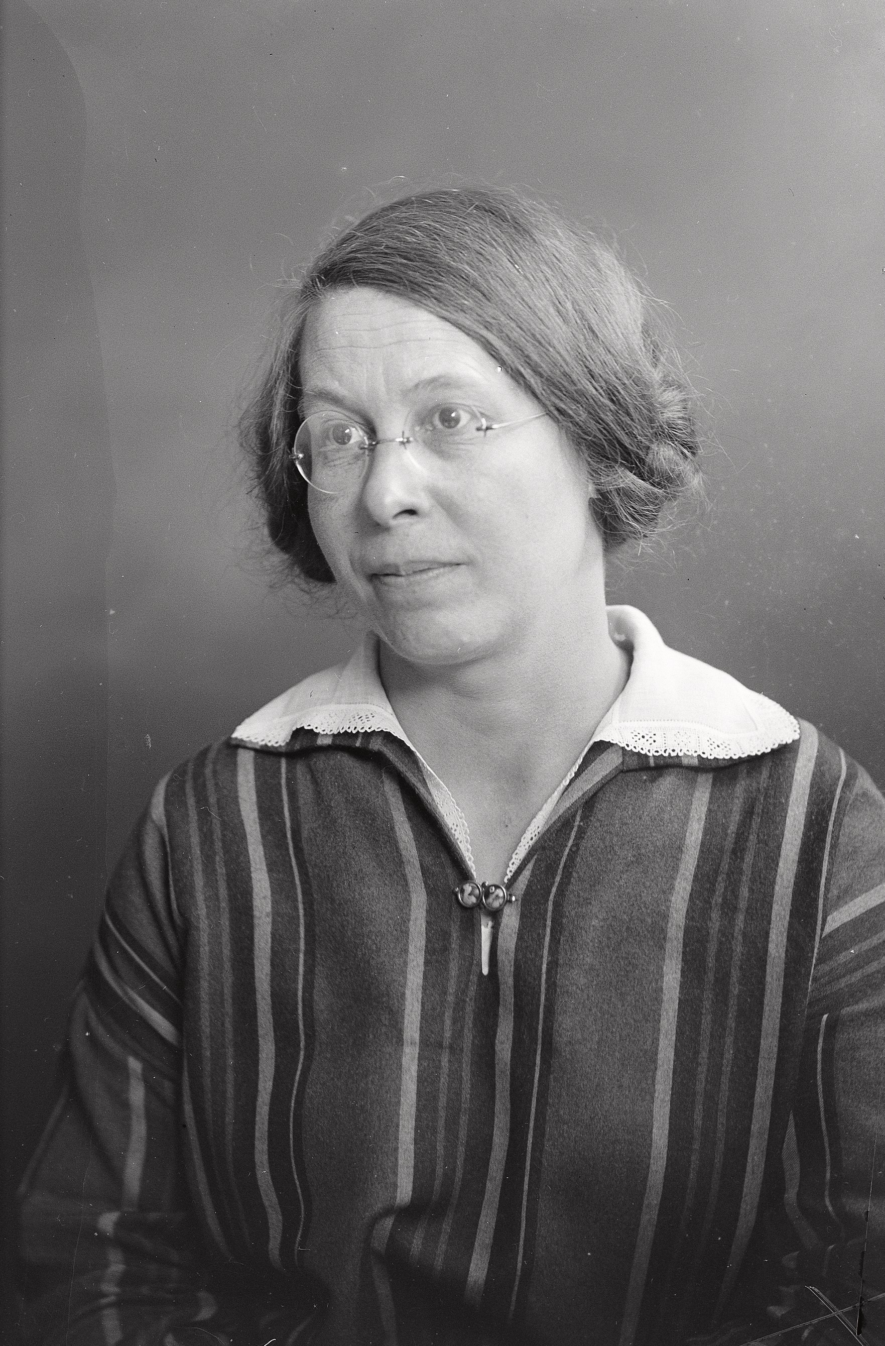 Lisa Rolf, 1928. Foto: Per Bagge (1866-1936), detalj. Universitetsbiblioteket, Lunds universitet, 12426