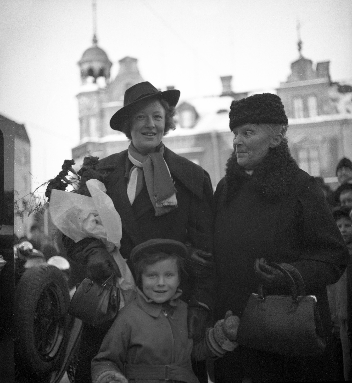 Kajsa Rothman (t.v.) i Karlstad, 1938. Fotograf: Dan Gunner (1890-1980) (Värmlands Museum, 409-48-21)