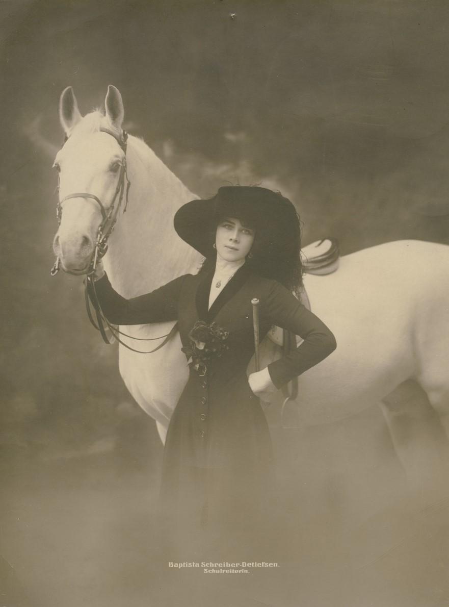 Baptista Schreiber with horse, year unknown. Photo: Gerlach & Co. Berlin. Vetlanda museum (VetM.F.1990.016.029)
