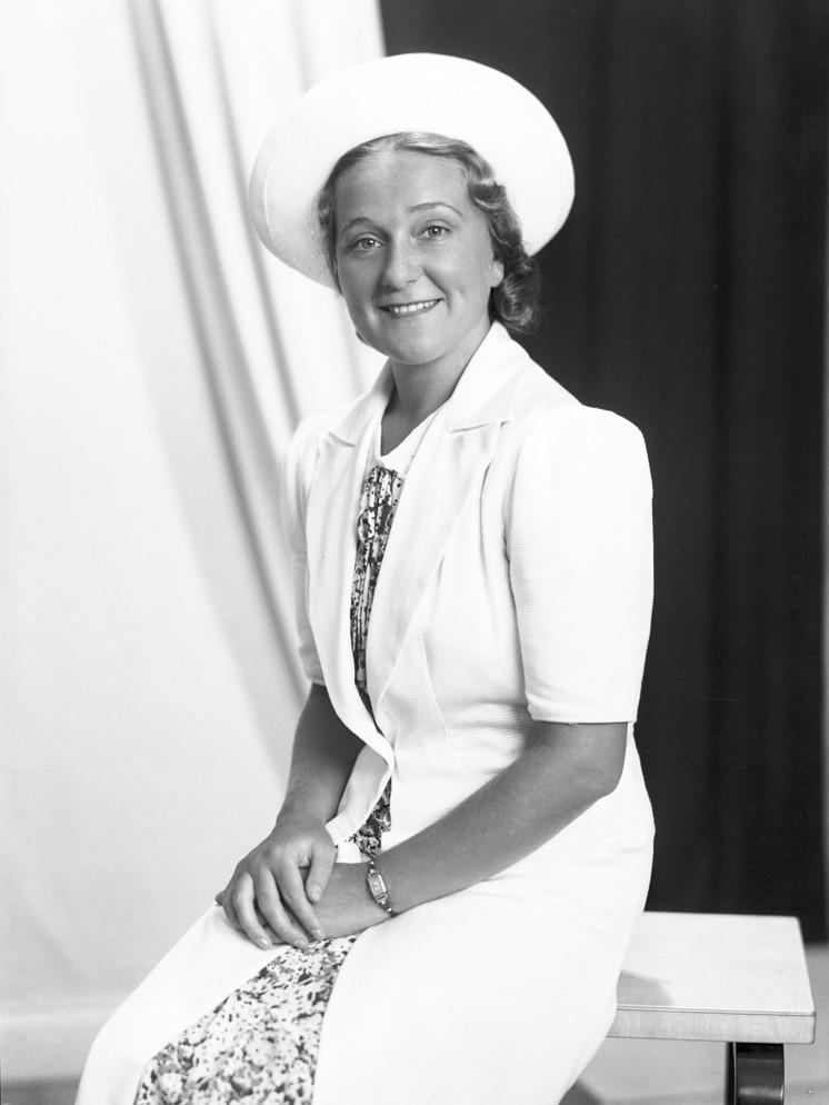 Hjördis Schymberg, 1938. Photographer: Foto Engström (Sundsvalls museum, Fotosamlingen, SuM-foto024176)