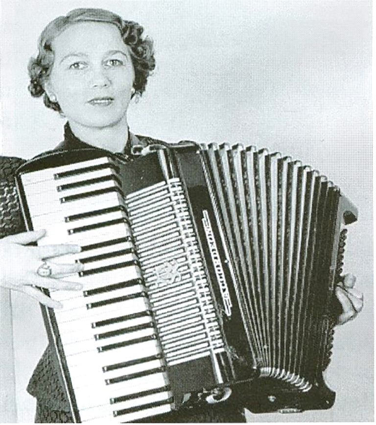 Signe Gustafsson. Photographer and year unknown. Image source: Wikimedia Commons (CC-BY-NC-SA 4.0)