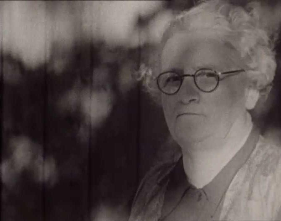 Agnes Söderquist in the documentary film Kvinnorna som trodde på framtiden (Filmo, 1939). National Library of Sweden, Stockholm