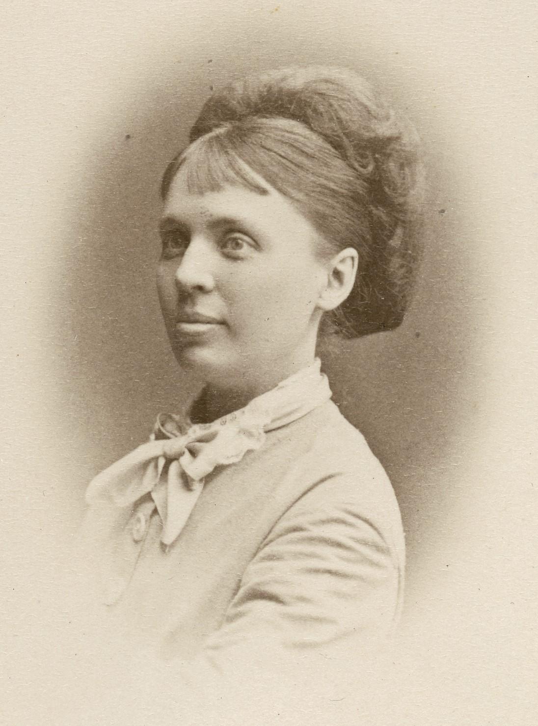 Fredrika Stenhammar, 1870. Foto: Gösta Florman (1831-1900). Musik- och teaterbiblioteket, Stockholm (H7 172)