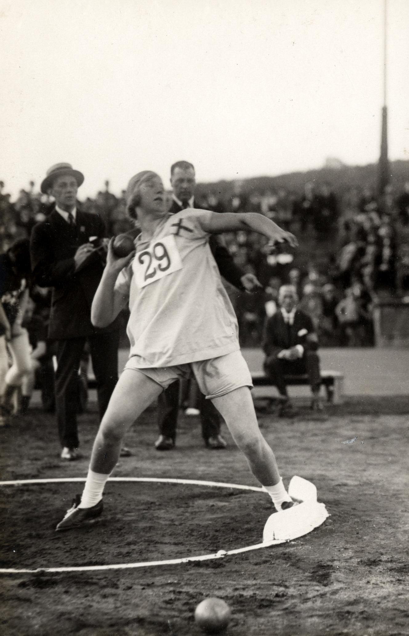 Elsa Svensson-Sanfridsson vid Andra Internationella Kvinnliga Idrottsspelen i Göteborg, 1926. Foto: Bertil Norberg, Svenska Bildcentralen (KvinnSam, Göteborgs universitetsbibliotek)