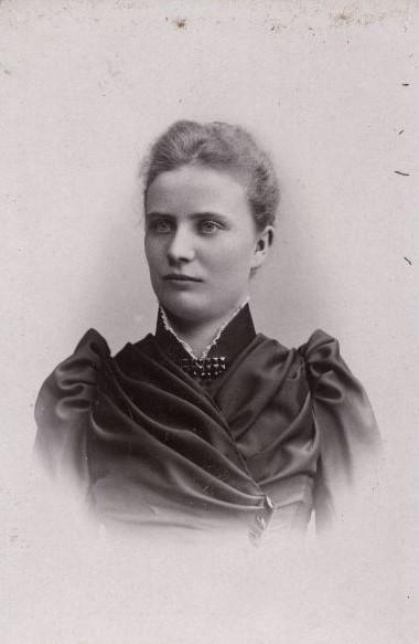 Sara Thåström, cirka 1890-1910. Foto: John Nilsson (1847-1919). Helsingborgs museum (860-71:013)