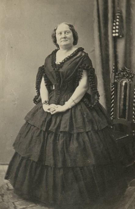 Fanny Westerdahl, 1862. Foto: Bernhard Jacob Lundbergh (1828-1904). Musik- och teaterbiblioteket (H9_031)