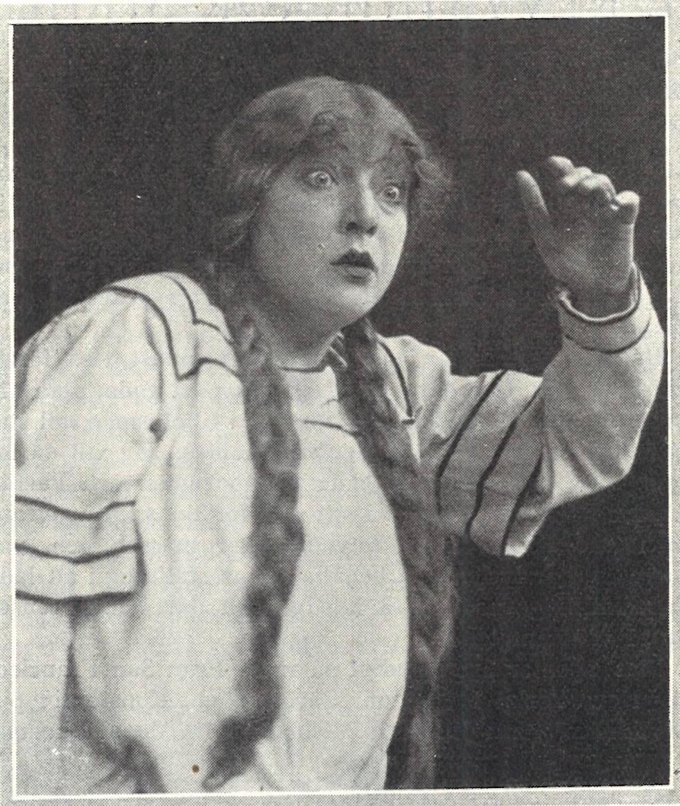 Lili Ziedner as one of her comedic characters, the opera singer, depicted in the magazine Scenen, 1923. Photo: Almberg & Preinitz